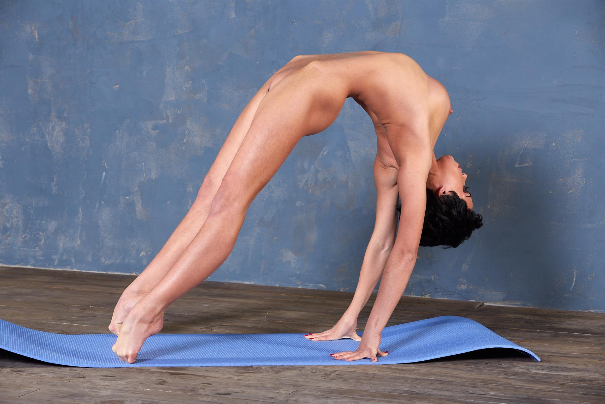Nude yoga: naked yoga videos and photos with flexible girls